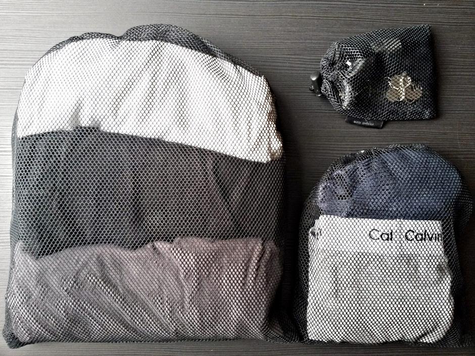 Mit solchen Netzen bleibt dein Rucksack ordentlich.