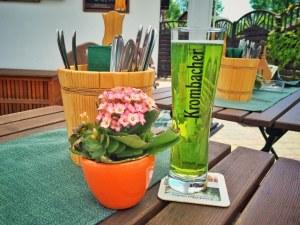 Das Spreewälder Gurken-Bier mag gewöhnungsbedürftig aussehen, schmeckte jedoch äußerst erfrischend. Ziemlich nice an so einem heißen Sommertag.