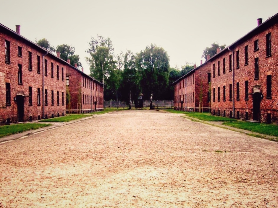 Auschwitz_Appellplatz_1 THING TO DO