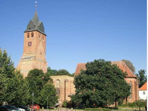 1280px-Nicolaikirche_Gardelegen