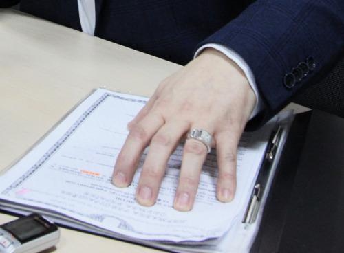 чиновник підробив документи