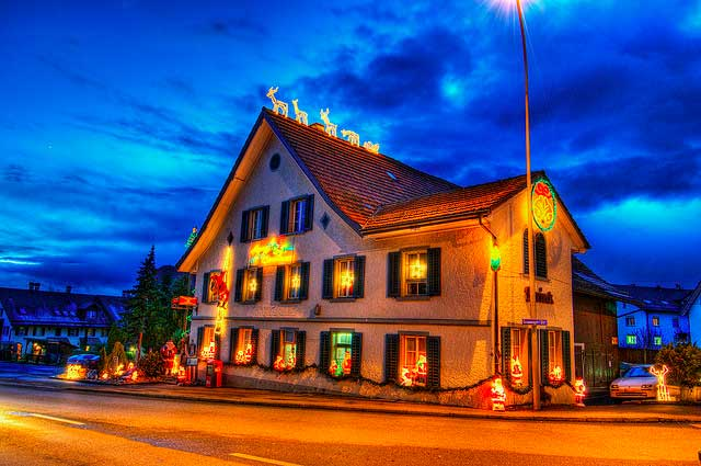 10 Beautiful Pictures Of Christmas Lights From Around The