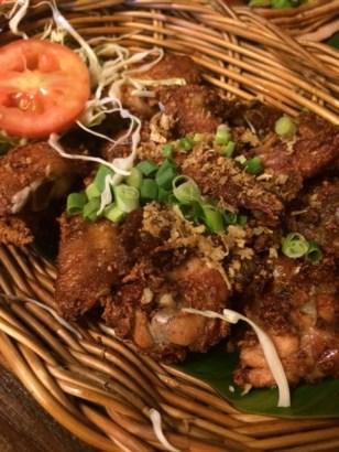 Ailes de poulets frits à l'ail