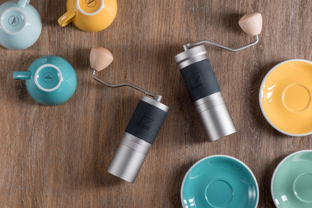 JX grinder and JX-Pro grinder lying with the cups