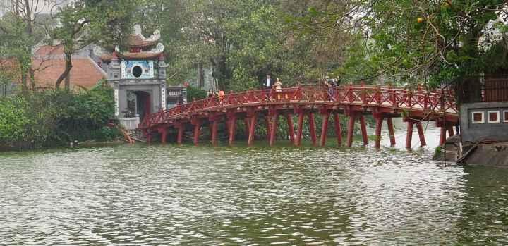 Pagode im Hoan Kiem Lake