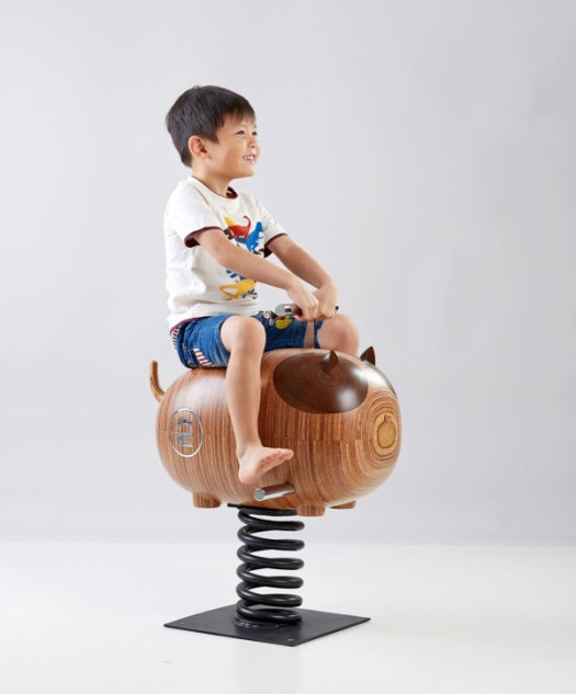 Icons-Of-Sembawang-Rocking-Chairs-6-Kid-on-kitty