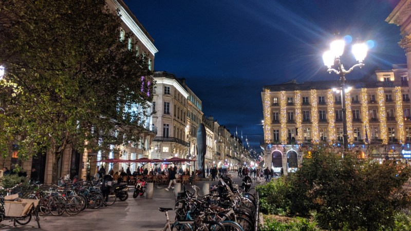 Bordeaux Self-guided Walking Itinerary - Cour de l'Intendance - Hotel Intercontinental at Right