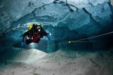 El merito de la exploracion de las galerias subacuaticas es de los buzos rusos