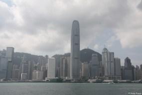 Überfahrt zu Hongkong Island, rechts hinten der Peak