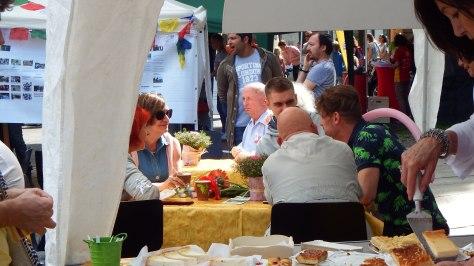 Im Kaffee-Zelt beim FuBuFe; Foto: M. Geißler