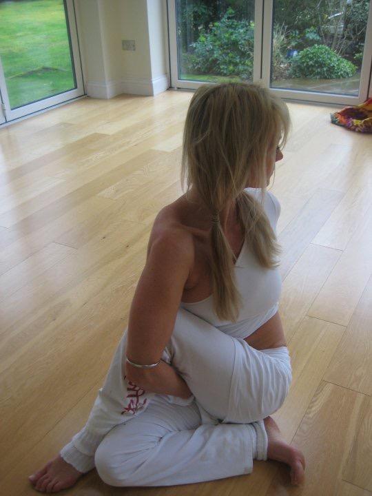 yoga col twist over