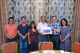 The Oregon visitors with Huaqiao staff