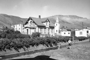 Læknishúsið og Sauðá Mynd: KCM 213 - Hsk