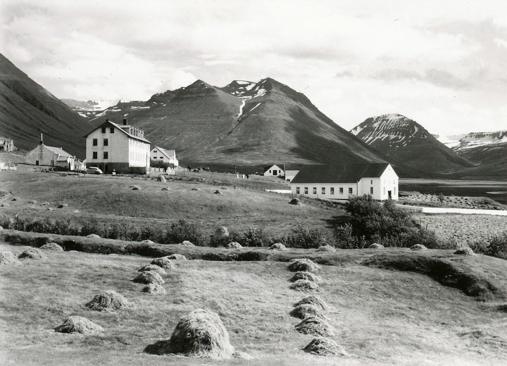 Horft heim að Hólum. Úr safni HSk.