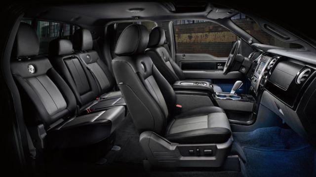 2018 Ford F-750 interior