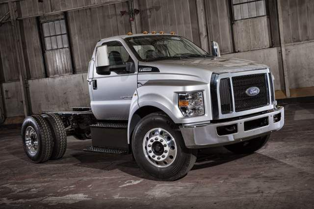 2018 Ford F-750 side