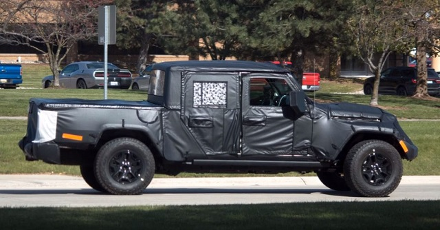 2019 jeep wrangler jt pickup truck side view