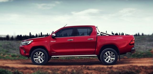2020 Toyota Hilux side