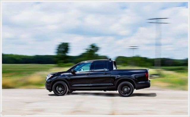 2020 Honda Ridgeline Black Edition side look