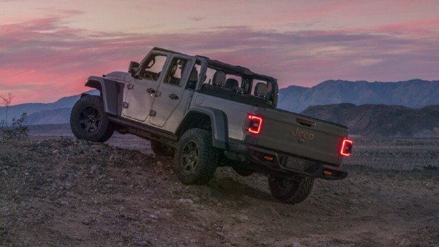 2021 Jeep Gladiator Mojave crawl