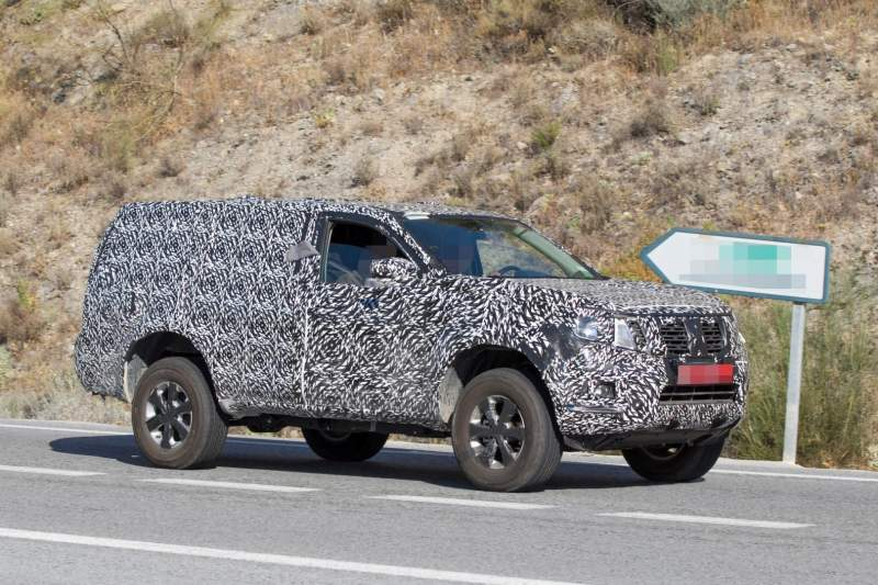 next gen 2019 nissan pathfinder spied with increased. Black Bedroom Furniture Sets. Home Design Ideas