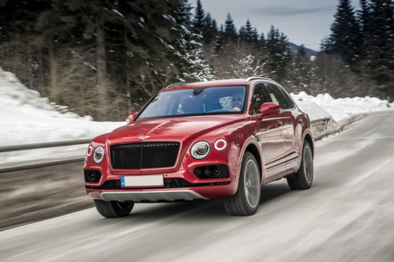 2019-Bentley-Bentayga-front.jpg