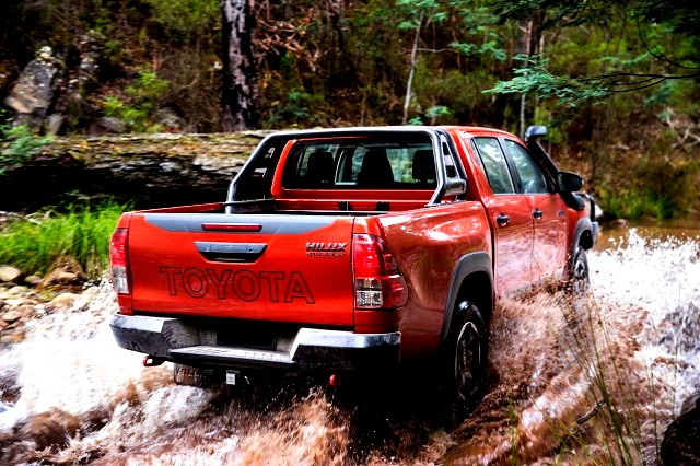 2018 Toyota HiLux Rugged rear