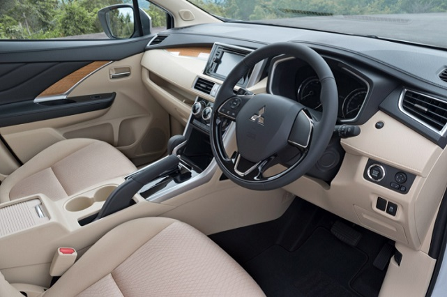 2021-Mitsubishi-L200-interior