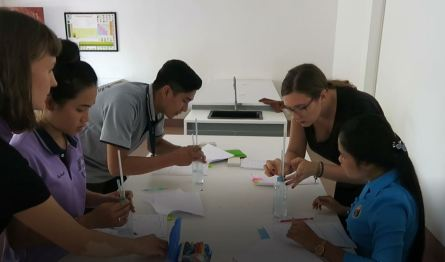 """Who is stronger - water or air?"" The teachers prepare the experiment for the Science Lab together with Jasmin."