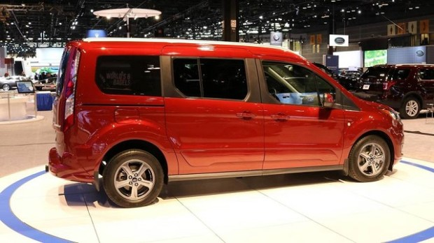 2019 Ford Transit Wagon side view