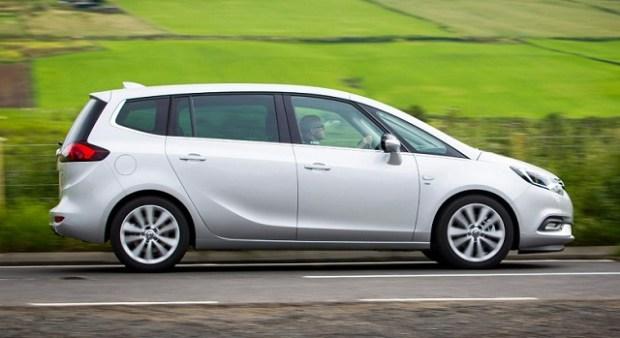 2019 Opel Meriva side view