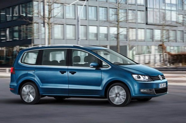 2019 VW Sharan side view