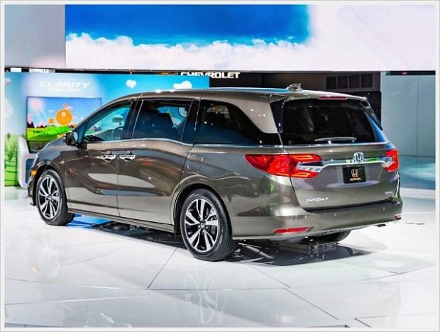 2020 Honda Odyssey rear view