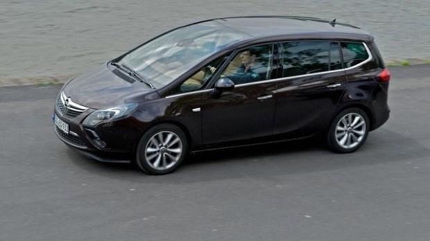 2020 Opel Zafira side view