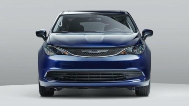 2021 Chrysler Voyager front