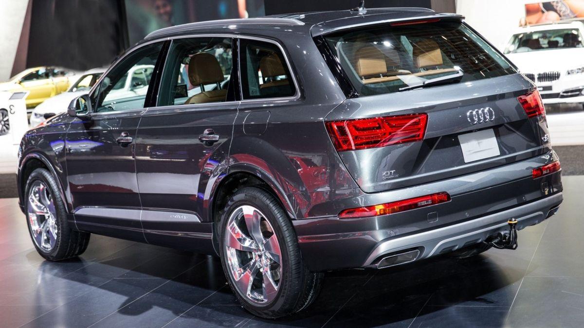 2019 Audi Q7 rear view