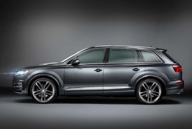 2019 Q7 Audi Q7 side view