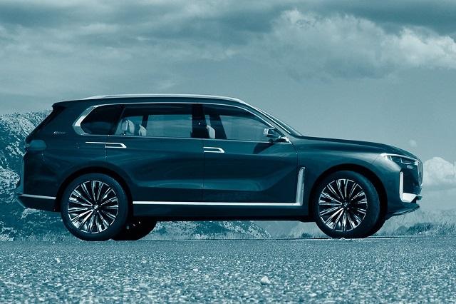 2019 BMW X8 side view