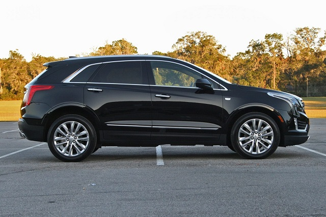 Cadillac XT7 side view