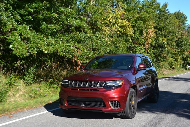 2019 Jeep Grand Cherokee Trackhawk front view