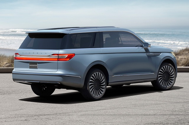 2020 Lincoln Navigator rear view