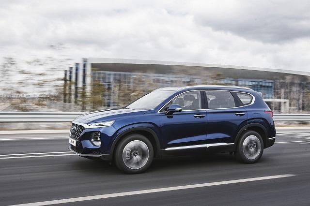 2020 Hyundai Santa Fe side view