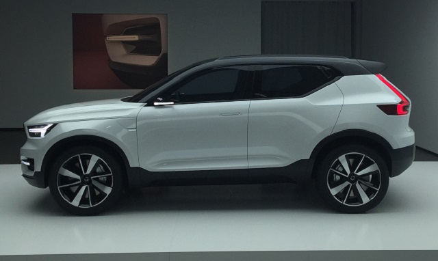 2020 Volvo XC60 side view