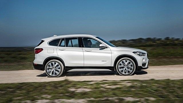 2020 BMW X1 side view