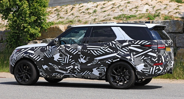 2021 Land Rover Discovery spy shot rear