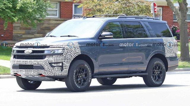 2023 Ford Expedition Hybrid spy shot