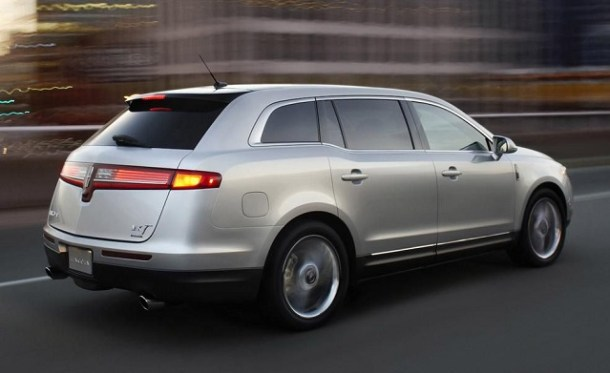 2019 Lincoln MKT rear view