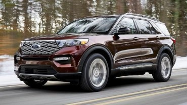 2020 Ford Explorer front