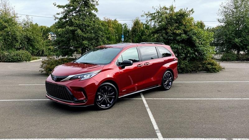 2022 Toyota Sienna featured