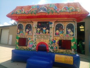 4Club house bounce house moonwalk